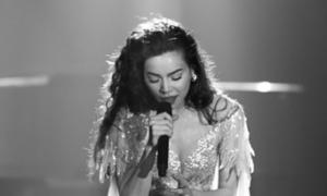 Hà Hồ kể chuyện tình đẫm nước mắt trong live concert