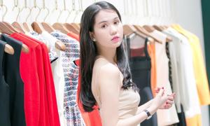 Ngọc Trinh đến shop của Victoria Beckham mua sắm