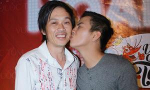 Hoài Lâm hôn thắm thiết bố nuôi Hoài Linh