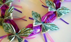 Biến tiền giấy thành bướm xinh nhét bao lì xì