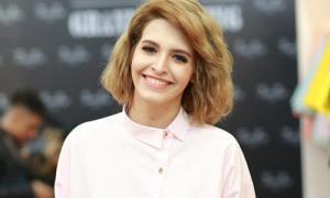 Hot or not: Andrea tóc ngắn xù bông cực trẻ trung