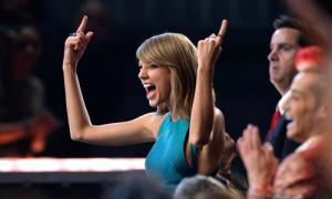 Ảnh động những khoảnh khắc 'hết mình' của dàn sao trong Grammy 2015
