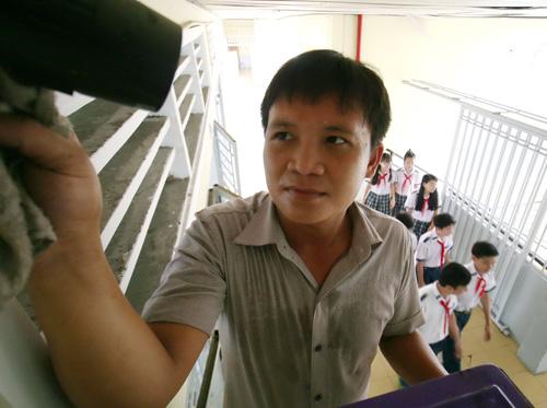 Anh-2-Ky-thuat-vien-lau-chui-c-9960-6473