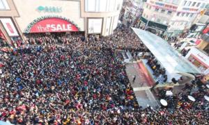 Biển người xem thiếu nữ thách đấu đông ngang sự kiện của EXO