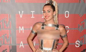 Style kiệm vải của Miley Cyrus gây choáng nhất MTV Awards