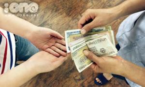 Nỗi niềm học trò khi xin bố mẹ tiền học phí
