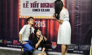 Teen Việt Đức gặp sự cố hài hước khi thử làm MC