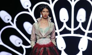 Lê Thúy, Hồng Xuân catwalk với đồ xa xỉ của Alexis Mabille
