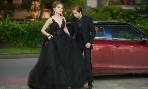 Chi Pu được Gil Lê ân cần nâng váy vì khó di chuyển