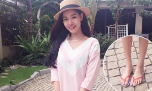 Loạt sao Việt làm 'phí cả bộ đồ' vì dép tông lạc quẻ