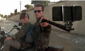 Khi vũ khí biến thành gậy tự sướng trong phim hành động