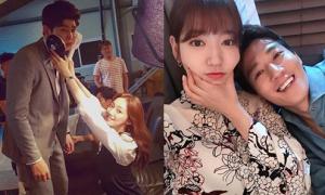 Sao Hàn 4/8: 2 cặp sao 'Doctors' siêu tình cảm, Hyun Ah khoe dáng khỏe khoắn