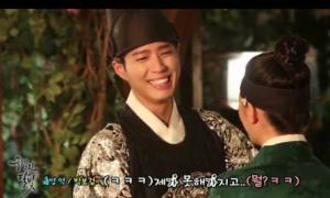 Hậu trường 'Mây hoạ ánh trăng': Bo Gum ngượng ngùng khi hôn Yoo Jung