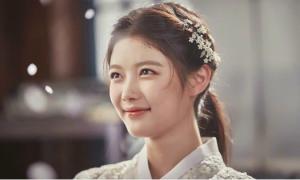 'Thái giám' Kim Yoo Jung phải ép ngực, muốn bỏ cuộc từ cảnh đầu tiên