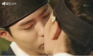 Những lần ngọt ngào của Thế tử Bo Gum và thái giám Yoo Jung khiến khán giả 'mất máu'