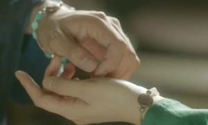Fan lùng mua vòng tay đôi của Thế tử Bo Gum và thái giám