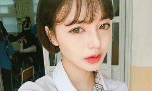 Hot girl Hàn đi học vẫn dày cộp phấn son