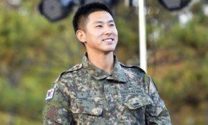 Yunho (DBSK) khoe giọng hát ngọt ngào trong màu áo lính