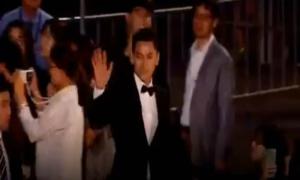 'Thái tử' Isaac liên tục cúi chào khán giả tại liên hoan phim