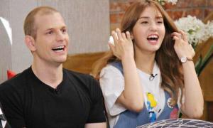 6 thần tượng Kpop có bố mẹ trẻ măng như 'anh chị'