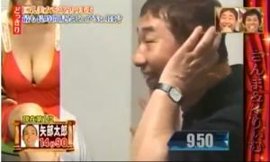 Phản ứng của đàn ông Nhật trước cô gái mặc váy trễ ngực
