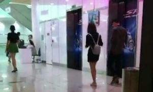 Bị bắt gặp đi xem phim cùng chồng sau cãi vã, Lâm Á Hân khẳng định vẫn ly hôn
