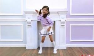 'Tiểu Hyun Ah' nhảy cover hit của Twice hút triệu view