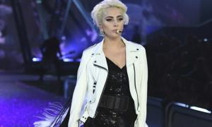 Người catwalk giỏi nhất ở Victoria's Secret show là... Lady Gaga