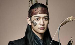 Min Ho (SHINee) ấm ức vì bị tát thật khi quay 'Hwarang'