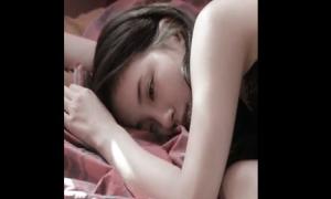 Suzy khoe vai trần quyến rũ trong clip nhá hàng ca khúc solo