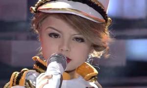 Bản sao nhí của Taylor Swift khiến khán giả chết mê