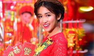 DJ Trang Moon xúng xính áo dài dạo phố xuân