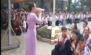 Cô giáo và học sinh toàn trường đồng ca 'Lạc trôi' gây sốt