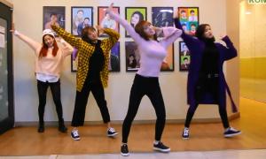 Twice mệt phờ với thử thách nhảy tua nhanh 'Knock Knock'