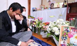 Mẹ bé gái Việt: 'Cứ nhắm mắt tôi lại nghe tiếng con cầu cứu'