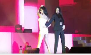 Hyo Min liên tục kéo váy che ngực khi nhảy 'Trouble Maker' cùng Ji Yeon