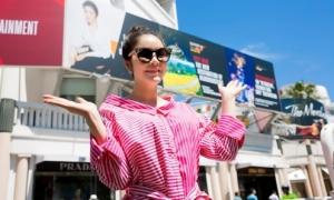 Đơn vị tổ chức LHP Cannes giải thích về pano 'lạ' có hình Lý Nhã Kỳ