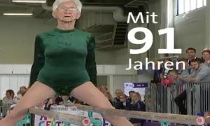 Cụ bà 91 tuổi tập xà kép khiến thanh niên cũng phải nể