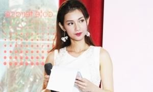 Quỳnh Chi tái xuất xinh đẹp làm MC ở sự kiện