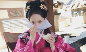 Sao Hàn 9/8: Yoon Ah ăn bánh bao cũng phải đẹp, Hyo Min khoe xế sang