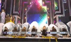 Wanna One quỳ lạy khán giả khi lần đầu giật cúp