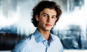 Hoàng tử Đan Mạch 18 tuổi 'quyến rũ nhất châu Âu'