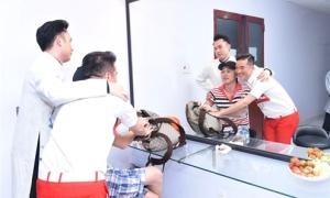 '3 anh em' Đàm Vĩnh Hưng - Hoài Linh - Dương Triệu Vũ nhắng nhít ở hậu trường