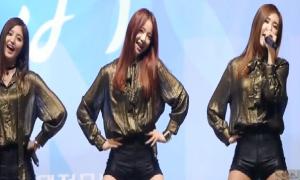 Idol Kpop xử lý chuyên nghiệp khi gặp sự cố hát live