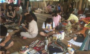Bên trong 'phiên chợ người yêu cũ' lạ lùng ở Hà Nội