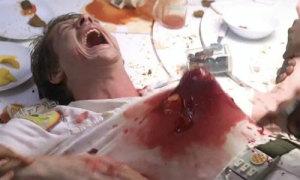 Cảnh quái vật phá tan lồng ngực khán giả nào đã xem đều nhớ trong 'Alien'