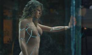Taylor Swift mặc đồ robot bó sát làm 'nóng' mùa Halloween