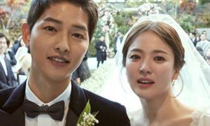 Song Joong Ki - Song Hye Kyo tặng quà 'ẩn ý' cho khách mời