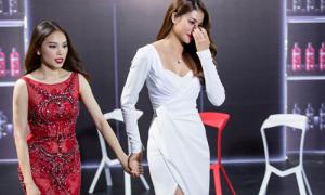 Phạm Hương gây tranh cãi vì liên tục dắt học trò bỏ ra ngoài ở The Look