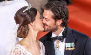 Hoàng tử Thụy Điển đẹp trai, hạnh phúc với cô vợ chân dài